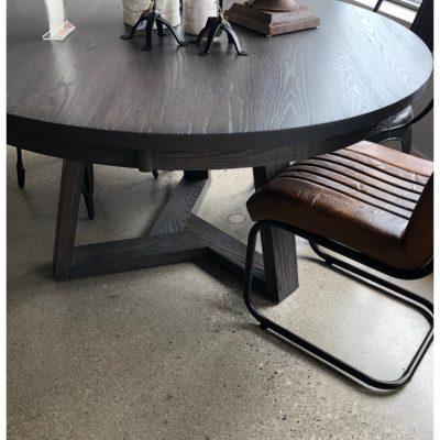 freva round dining table